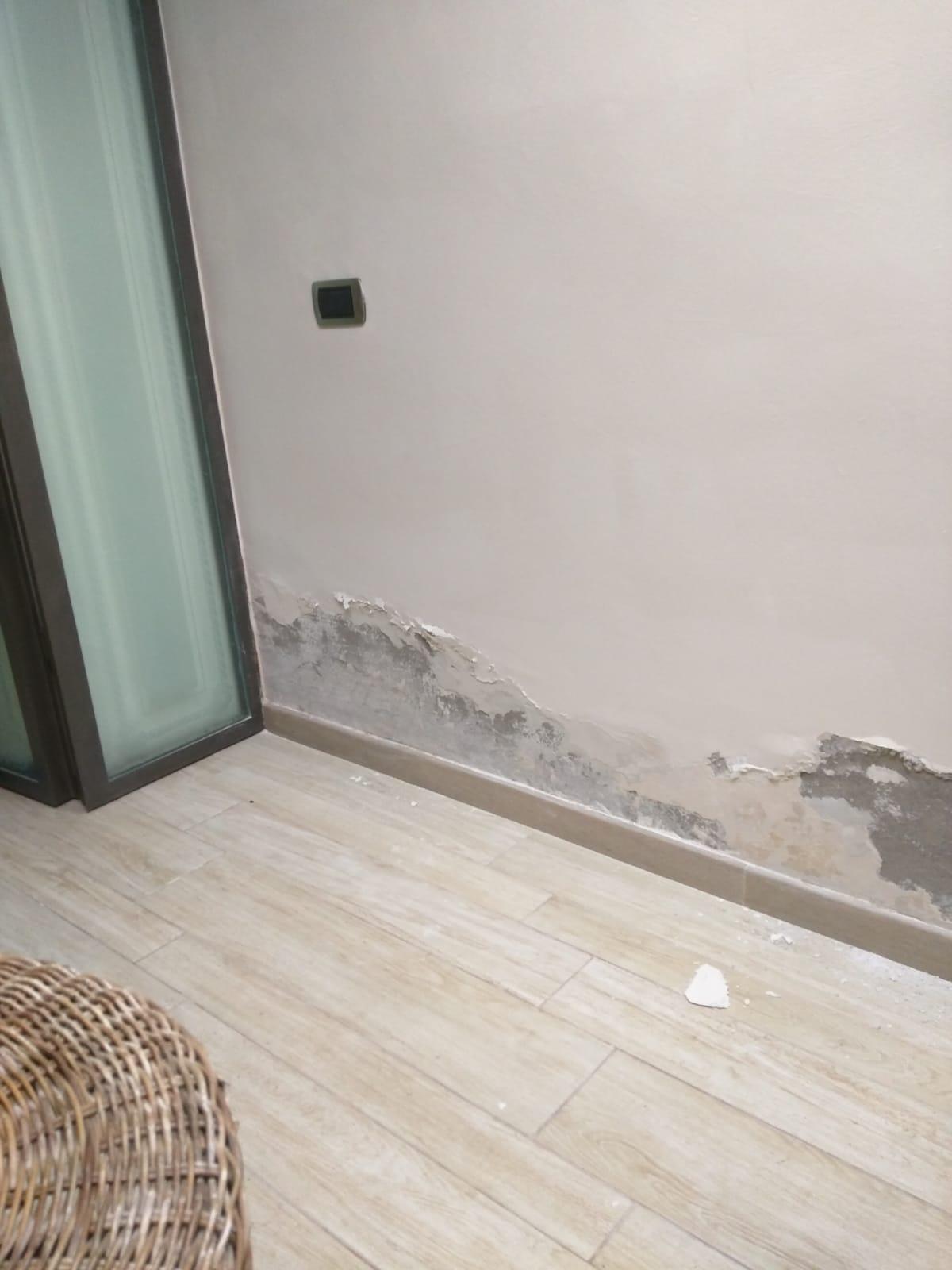 umidità di risalita alla base del muro